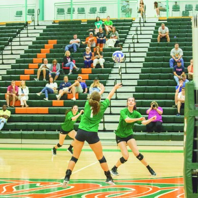 Volleyball Team Finishes First Tournament with 2-2 Split