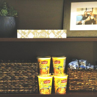 Professor Offers Free Pantry in Office to Combat Food Insecurity