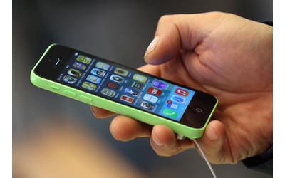 Apple Begins Selling iPhone 5
