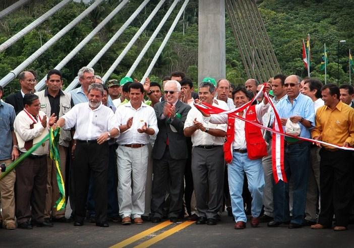 Toledo junto a Lula da Silva en la ceremonia de inauguración de la carretera Interoceánica. Foto: IDL Reporteros