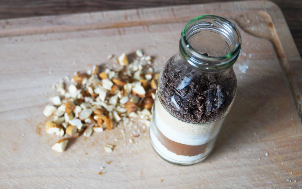 Geschenke selber machen BrownieBackmischung im Glas  Utopiade