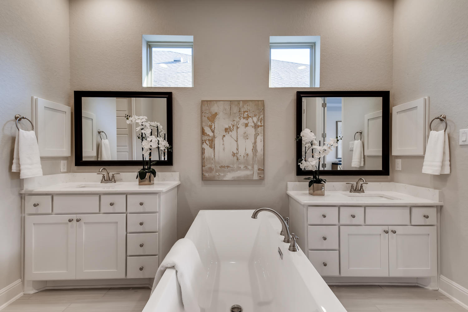 Full home staging in Las Vegas, Nevada, featuring a staged master bathroom