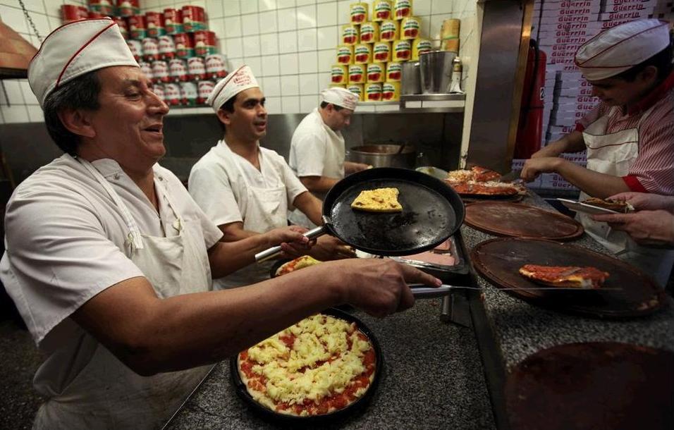 Gerrn cumple 80 aos con cien variedades de pizza en su