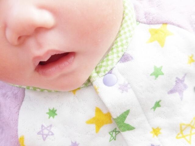 赤ちゃんの口元の画像