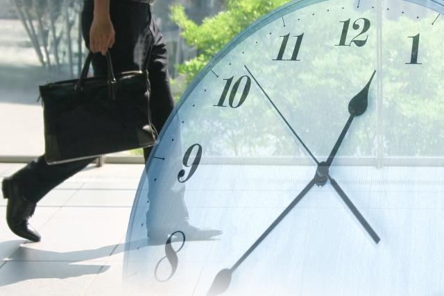 人と時計の画像