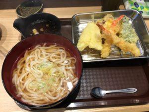 天ぷらいずもの天ぷらうどんの画像