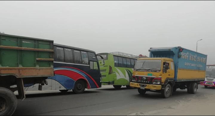 ঢাকা-টাঙ্গাইল সেতু মহাসড়কে ৮ কিলোমিটার যানজট