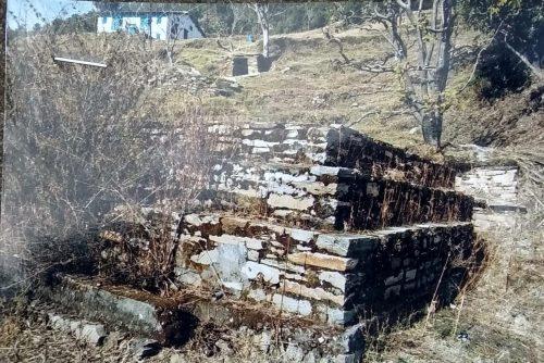 यह है अल्मोड़ा का पत्थरखानी गांव जहां के लिए पत्थर दिल बन गया लघुसिंचाई विभाग, गांव में पानी का टेंक तो बनाया लेकिन पानी नहीं पहुंचाया पढे़ं पूरी खबर…