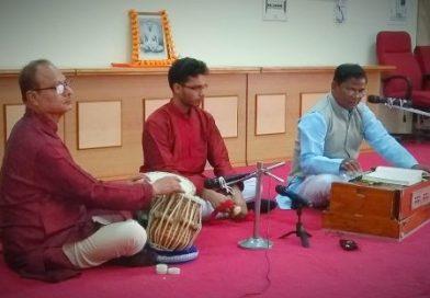 अल्मोड़ा में भजन संध्या में खूब जमा रंग वीपीकेएएस में आयोजित हुआ कार्यक्रम