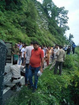 टोटाम बस दुर्घटना अपडेट: हादसे में एक महिला चोटिल, पढ़े पूरी खबर 4