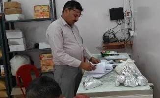 खाद्य विभाग की टीम ने एक दर्जन से अधिक दुकानों की छापेमारी, व्यवसायियों में मचा हड़कंप 9