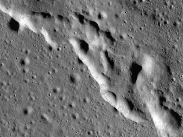 月面に形成されたシワ