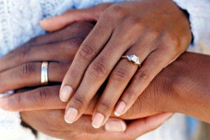 wedding-hands-rings