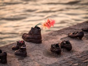 Rows of shoes along a river (Memorial)