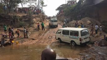 Uvira-RDC: Une voiture est emportée par les eaux de la rivière Kavimvira