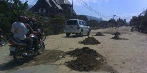 Uvira-RDC: Les rastafaris font des travaux de remblaiement de la route