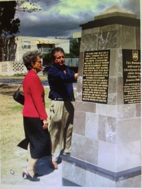 Gibraltar monument at UWI, with former UWI Mona Principal Elsa Leo-Rhynie and Gibraltarian Anthony Lara, in 2007.