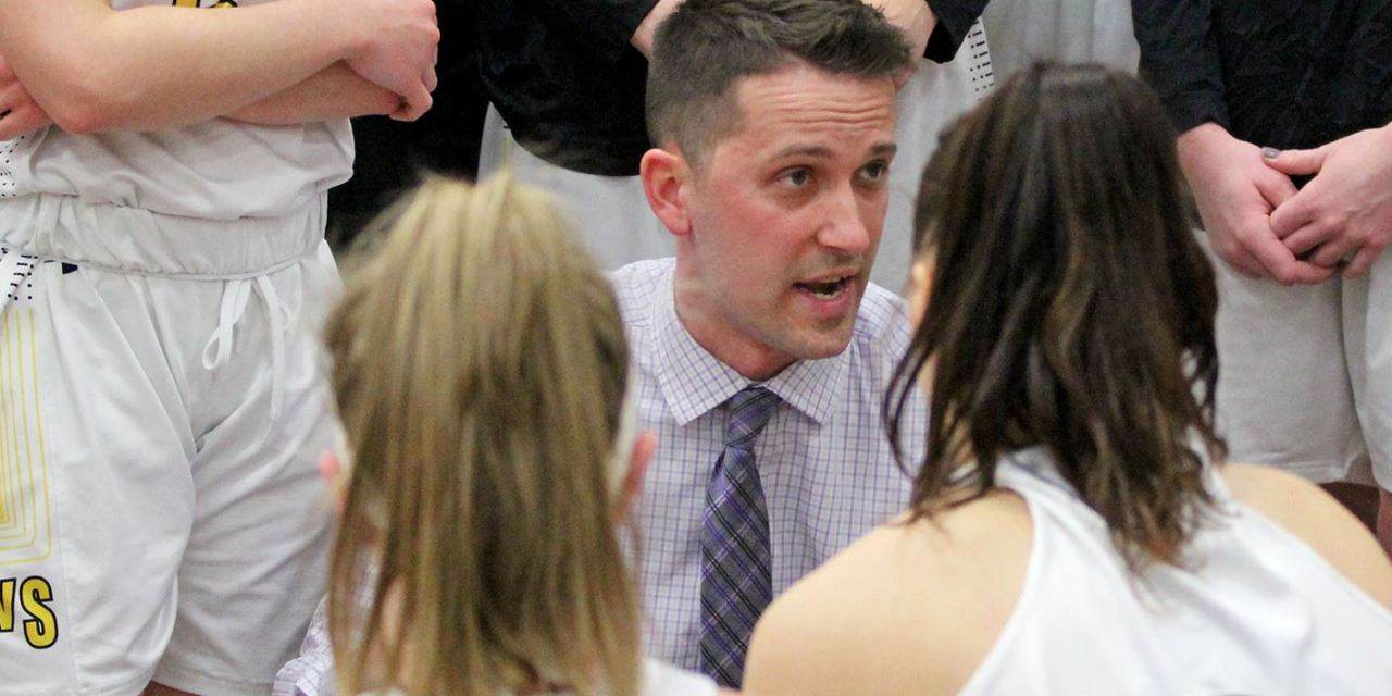 Women's basketball second in preseason poll; Men fifth