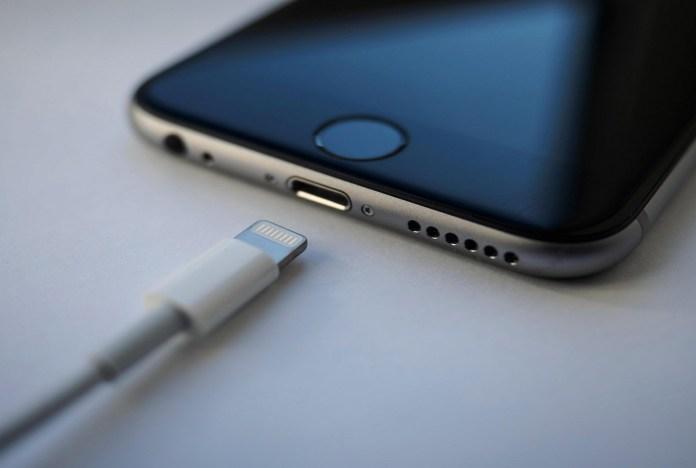 apple sarj kablolarini yeniliyor