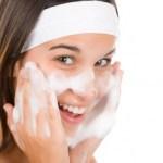 洗顔で毛穴の黒ずみを治そう!毛穴の開きには化粧水にもこだわって!