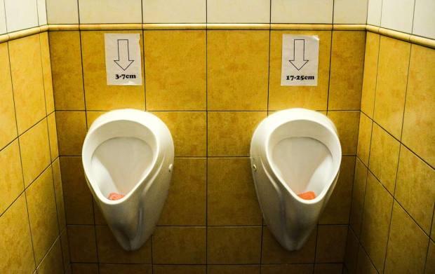 Прага. Мужской туалет в пивной «U Sadu».
