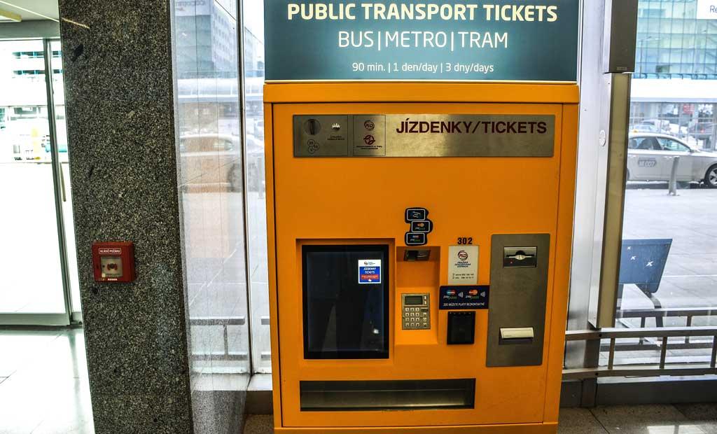 Аэропорт Праги. Покупка билетов на общественный транспорт