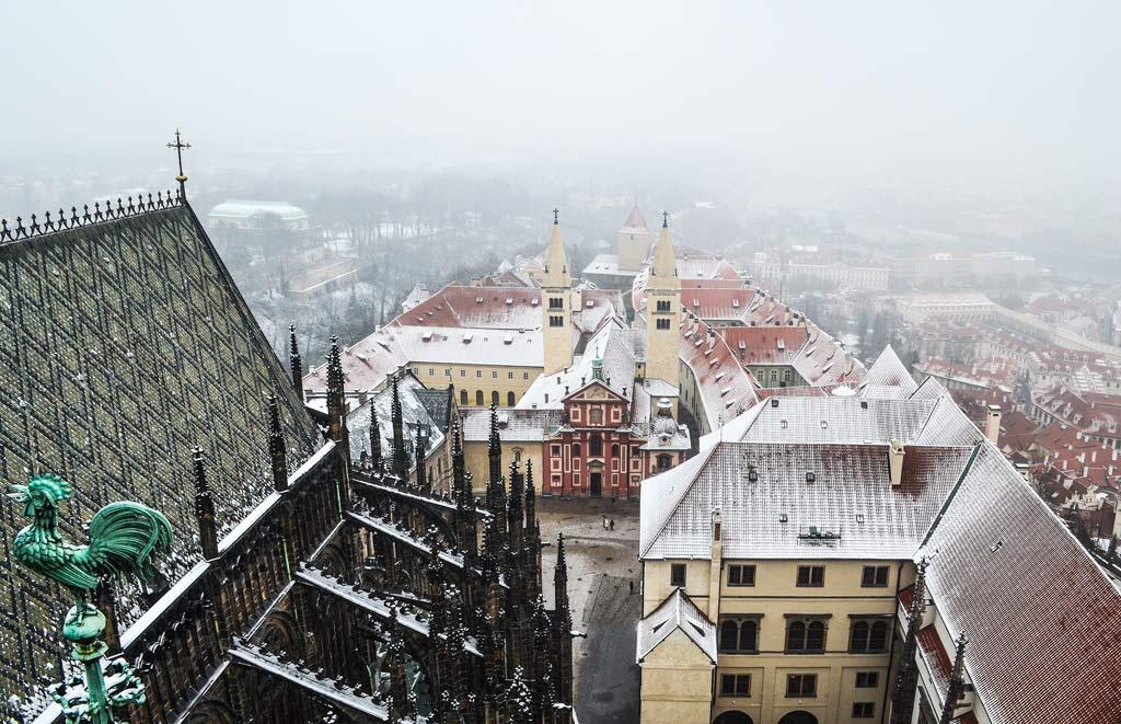 Вид на Пражский Град с Большой Южной башни собора Св. Вита