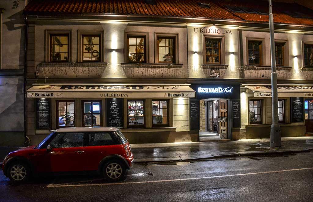Пивной маршрут по Праге. Пивной ресторан «Bernard PUB U Bílého Lva».