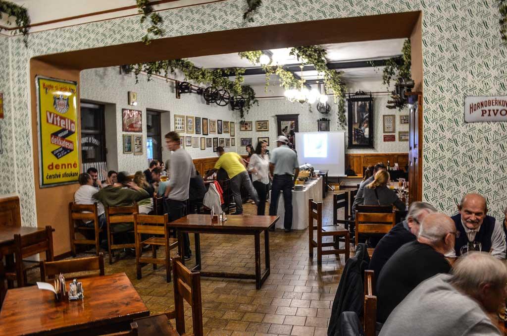 Пивные Праги. Пивной ресторан «U Šumavy». Интерьер ресторана