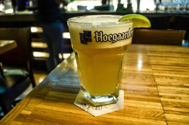 Пивные Праги. Бельгийский пивной ресторан «Bruxx». Пшеничное пиво «Hoegaarden 5%»