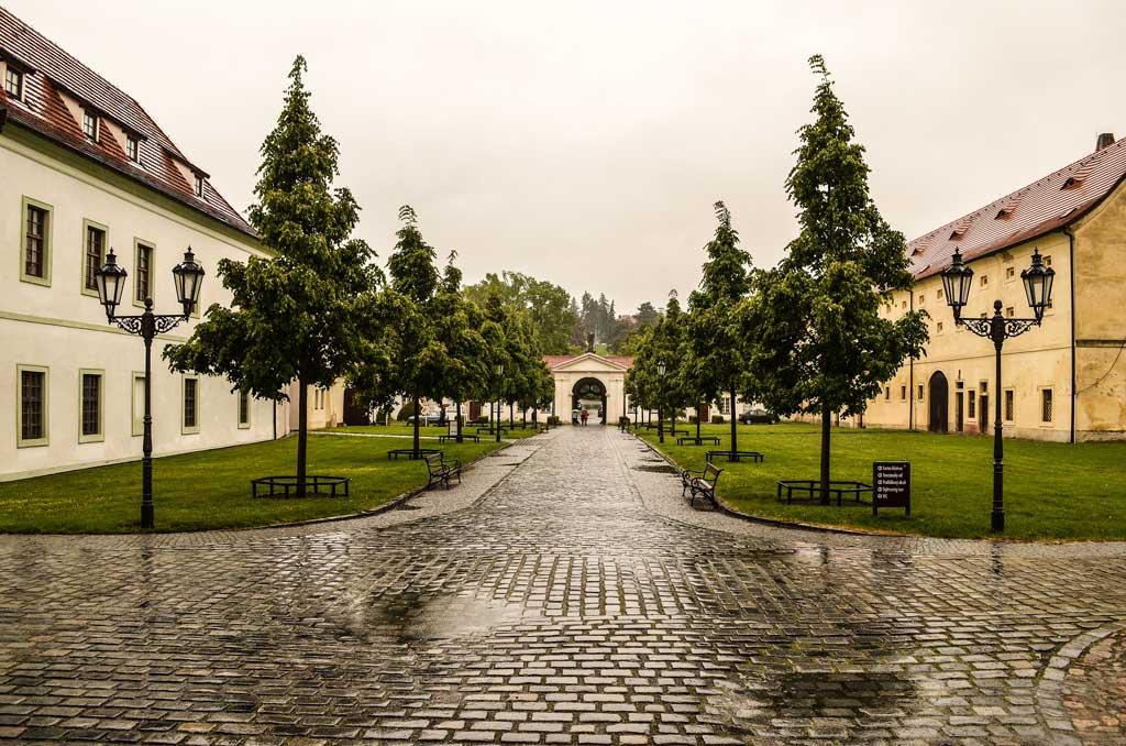 Прага. Бржевновский монастырь. Центральная аллея