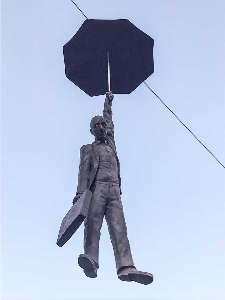 Скульптура Микала Трпа