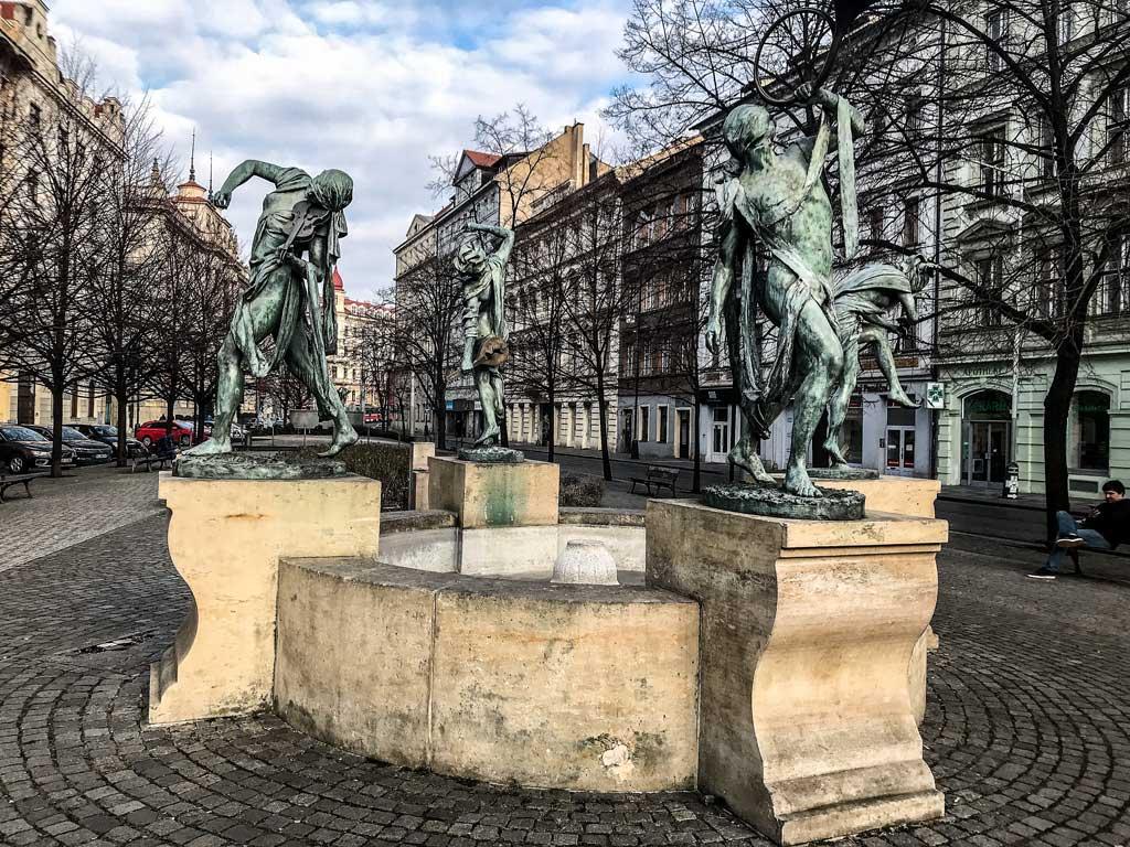 Скульптуры Анны Хроми в Праге. Фонтан «Чешские музыканты»