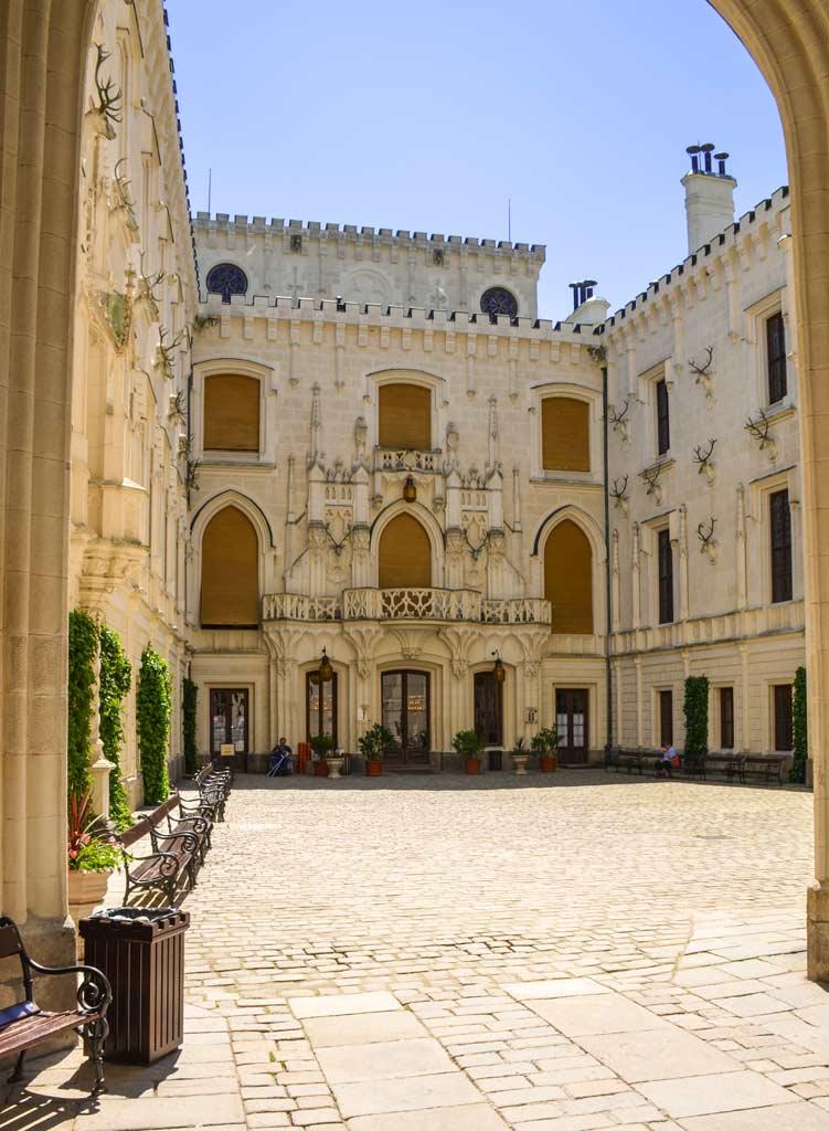 Внутренний двор замка Глубока