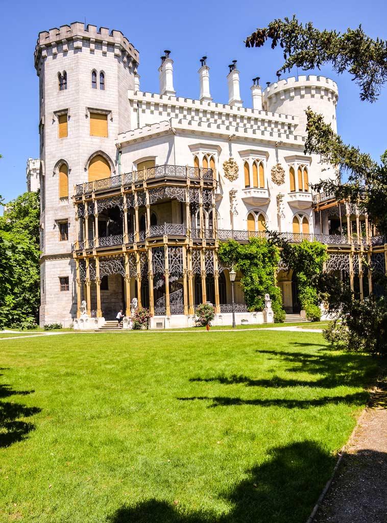 Замок Глубока. Нижний сад