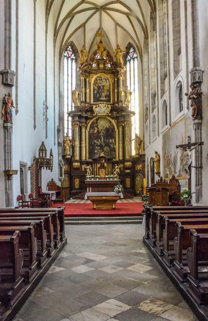 Чески-Крумлов. Главный алтарь костёла Св. Вита