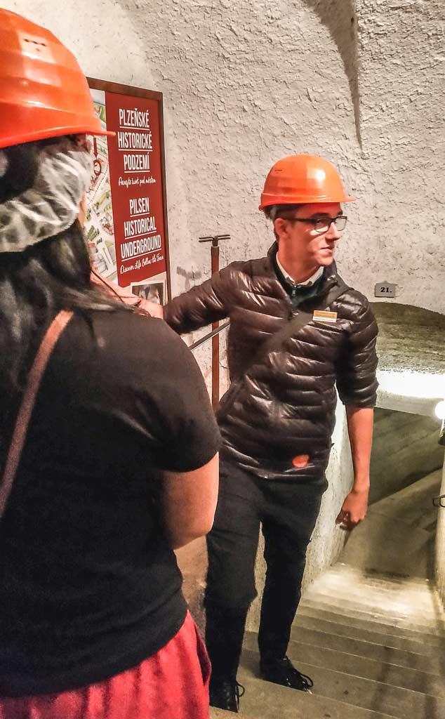 Инструктаж экскурсовода в подземелье Пльзеня