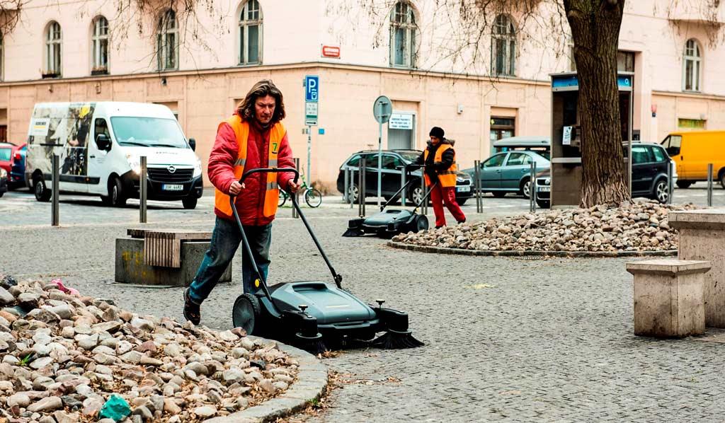 Уборка улиц Праги