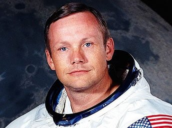 """Tarihe """"Ay'a ilk ayak basan insan"""" Olarak Geçen Neil Armstrong Hayatını Kaybetti"""