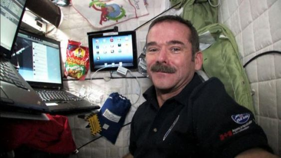 astronaut-chris-hadfield-twitter-iss