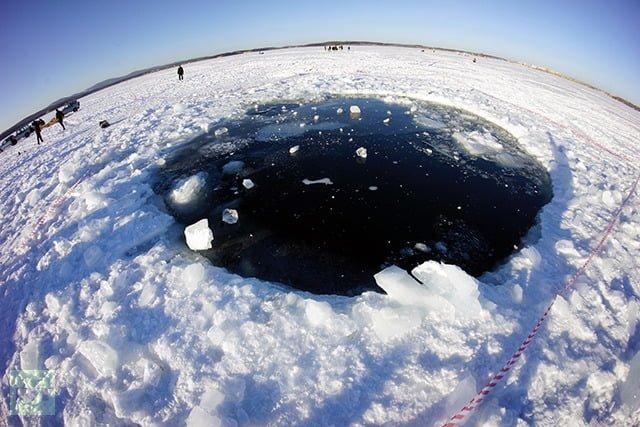 Rusya'ya Düşen Meteorun Parçası Gölden Çıkarıldı