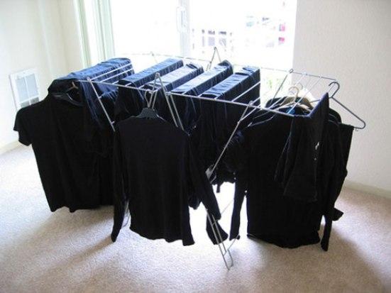 Как сохранить черный цвет одежды: 7 эффективных советов