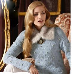 Пуловер с жемчужинами спицами