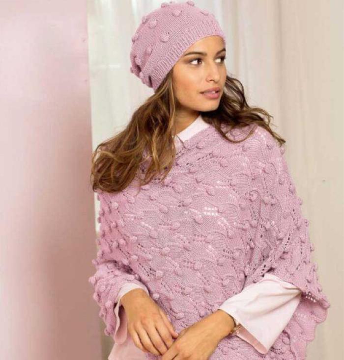 Вязание для женщин. Пончо и шапка с «шишечками» спицами