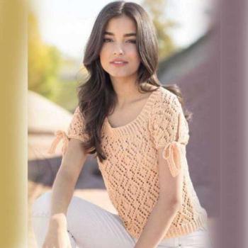 Вязание для женщин. Ажурный пуловер спицами абрикосового цвета