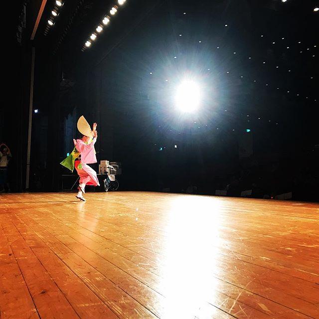 第22回しまばらガマダス阿波踊り大会のステージ