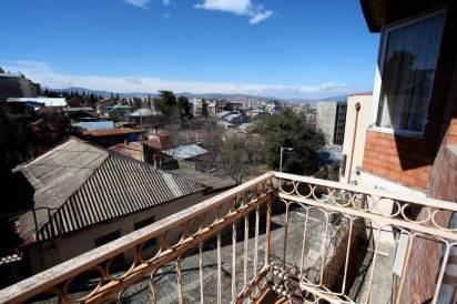 Хостел M42 на вершине холма в Тбилиси