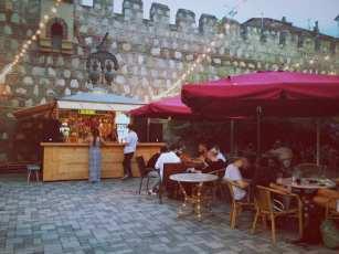 Wall - новый бар в Тбилиси
