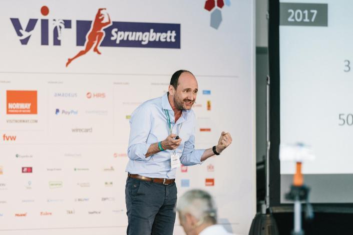 Der Entrepreneur, Advisor & Keynote Speaker Uwe Frers hält die Keynote am 1. Tag der Veranstaltung
