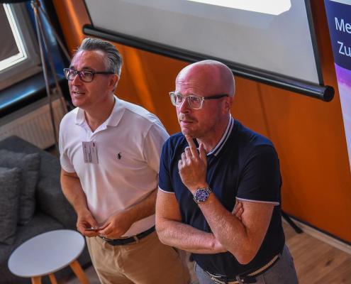 VIR-Vorstand Michael Buller und Dirk Bremer, Präsident vom Travel Industry Club begrüßen die Gäste